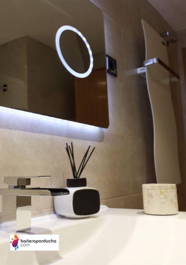 Mueble con espejo retroiluminado