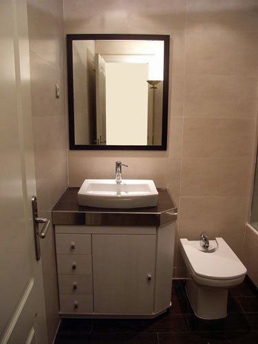 Foto mueble con lavabo sobre encimera de muebles de ba o - Lavabos con muebles ...