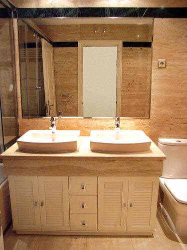 Foto mueble con puertas en persiana de muebles de ba o - Muebles de bano en sevilla ...