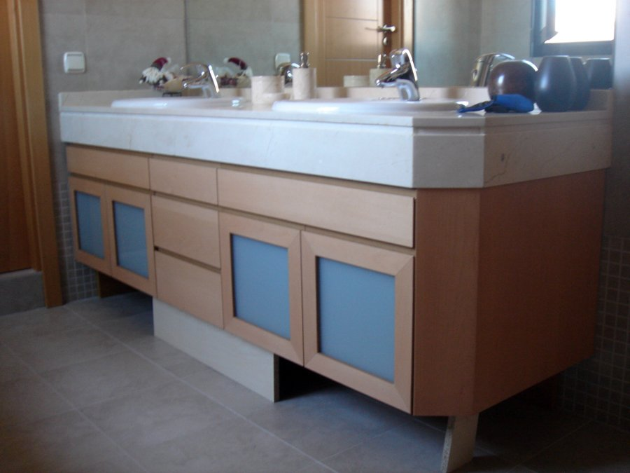 Foto mueble de ba o a medida haya vaporizada de muejosala for Medidas mueble bano