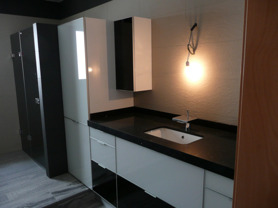 Foto mueble de ba o blanco y negro dica de casanova l - Mueble bano blanco ...