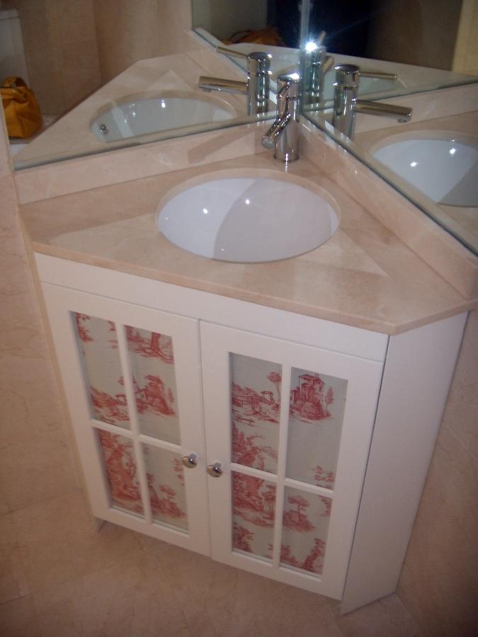 Foto mueble de ba o con encimera de rinc n de artilara for Decoracion mueble bano
