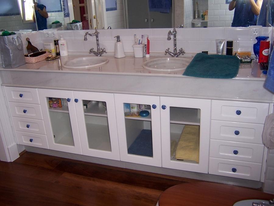 Foto Mueble de Baño con Puertas en Madera de Suecia Lacada en Blanca
