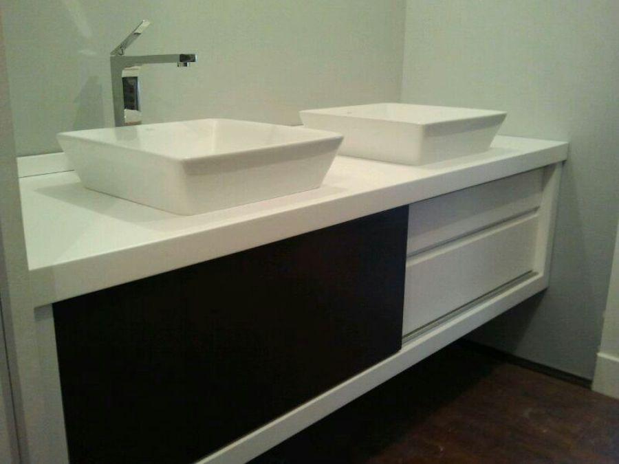 Foto mueble de ba o lacado en blanco y negro de for Muebles de bano a medida