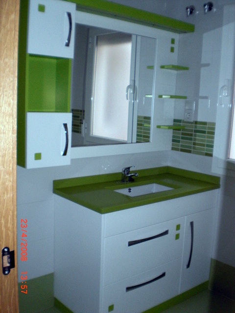 Foto Mueble de Baño Lacado en Blanco y Verde de Bricolage Las Ventas