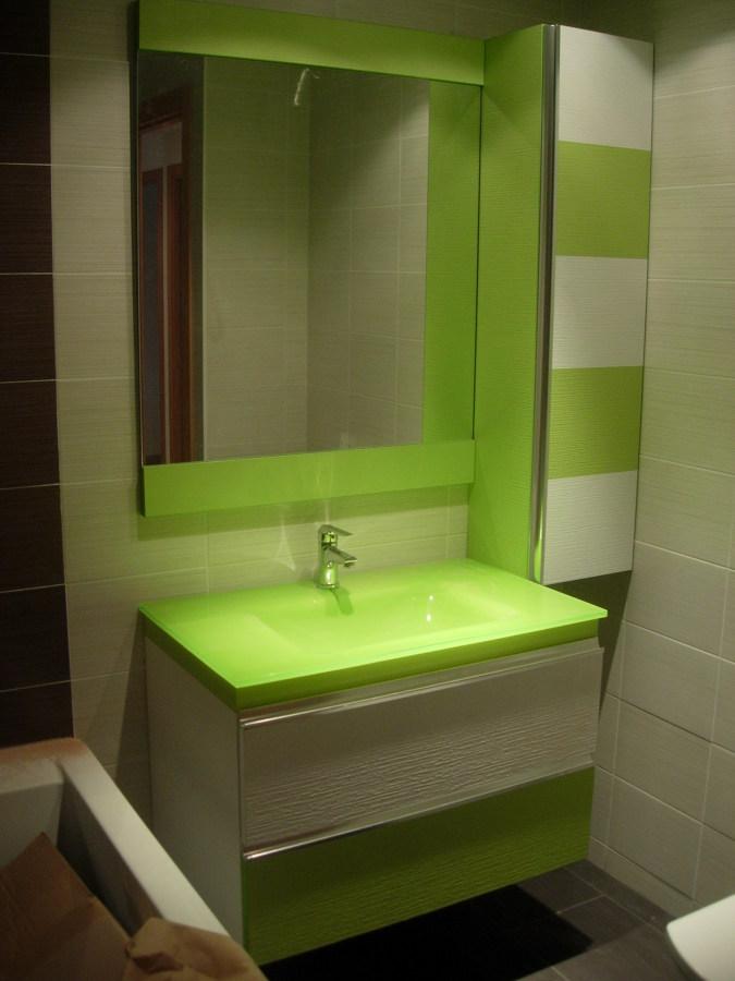Foto mueble de ba o pistacho y columna de montegar e for Mueble columna bano
