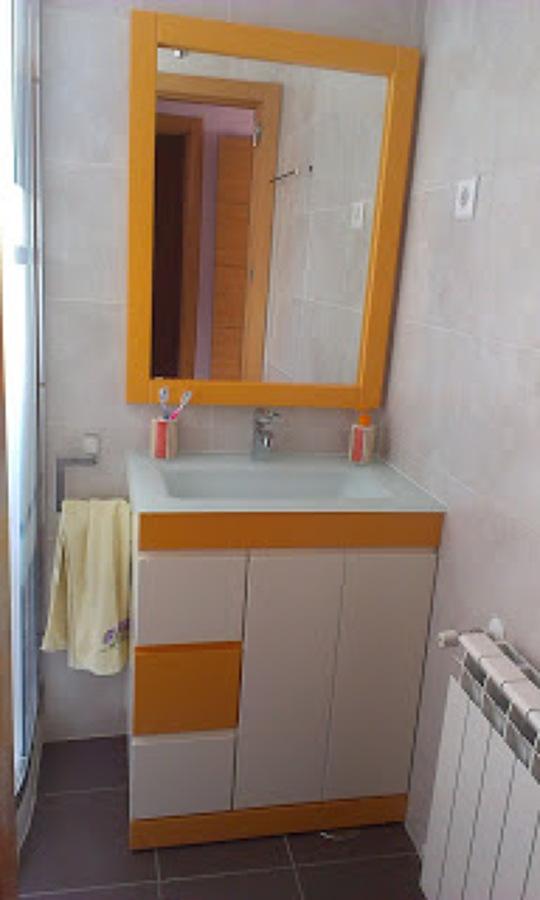 Foto mueble de ba o y espejo de carpinteria rivas 682448 for Mueble espejo bano