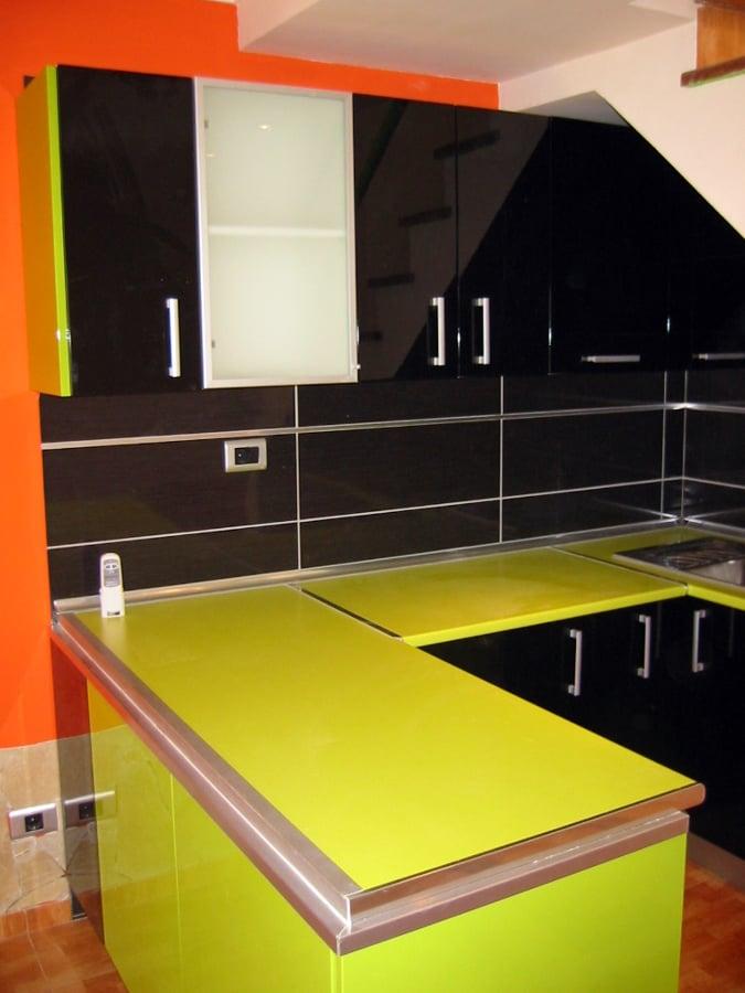 Foto mueble de cocina lacado alto brillo de anatoliy for Mueble alto de cocina esquinero