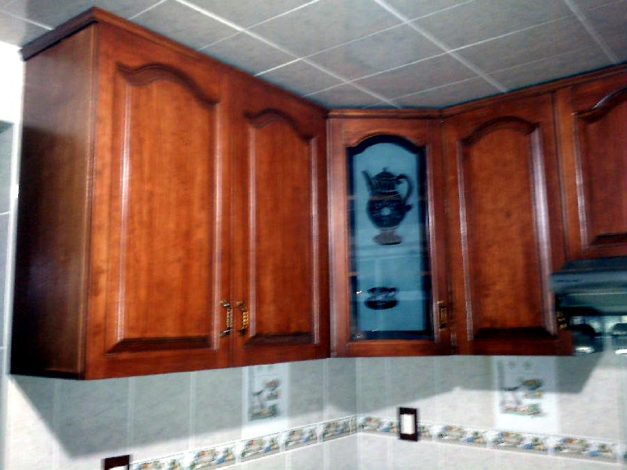 Foto mueble de cocina restaurado con barniz de deco for Muebles de cocina asturias