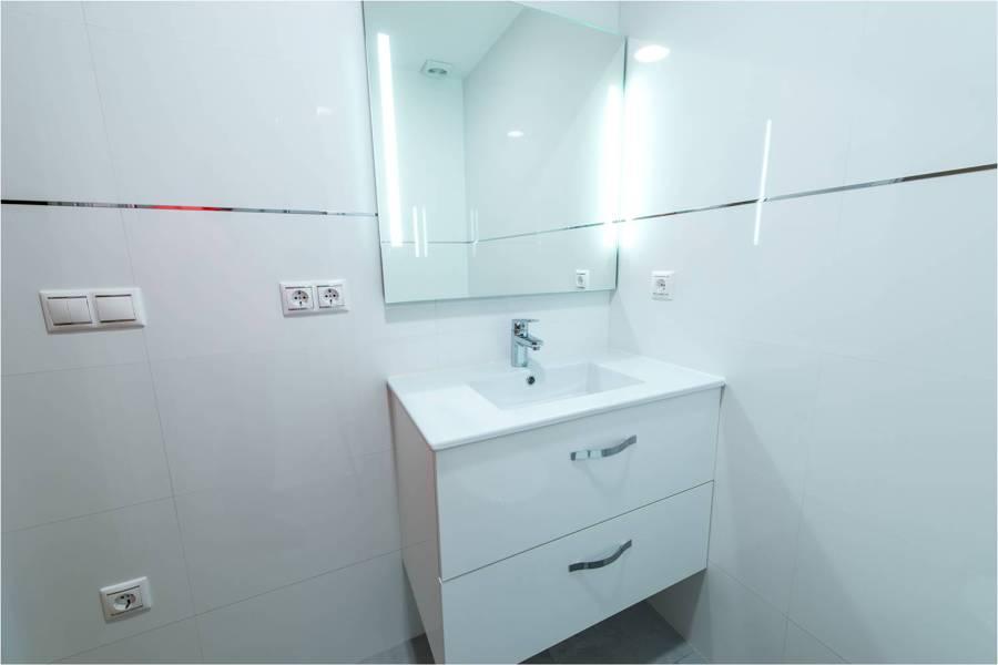 foto mueble de lavabo colgado de construcciones y