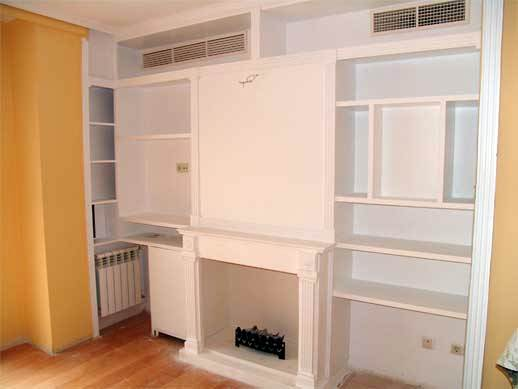 Foto mueble de salon con chimenea de construabalon for Muebles de salon con chimenea
