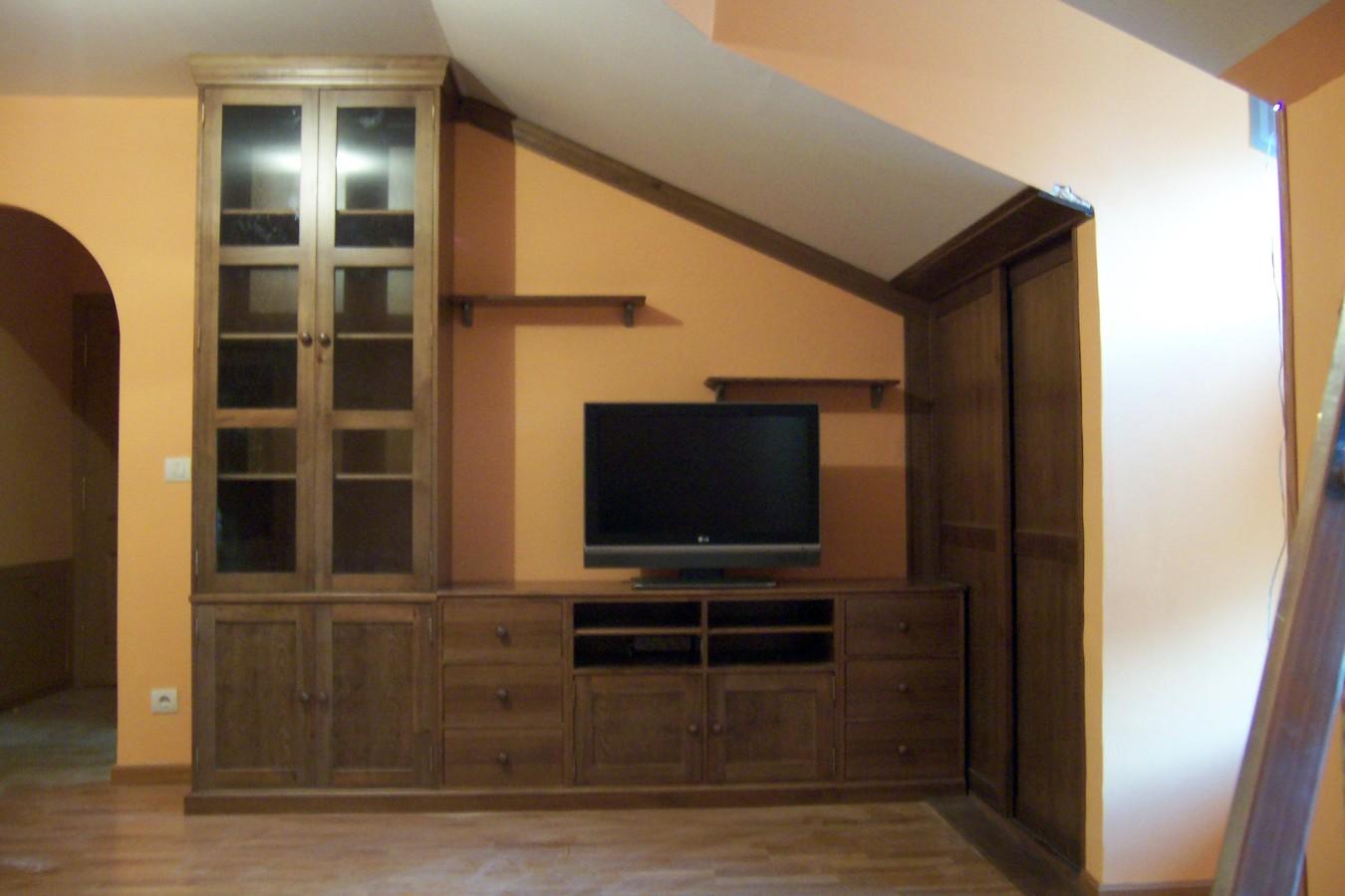 Mueble de salón y puerta corredera