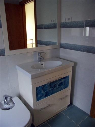 Mueble encimera de porcelana y cristal fusing azul