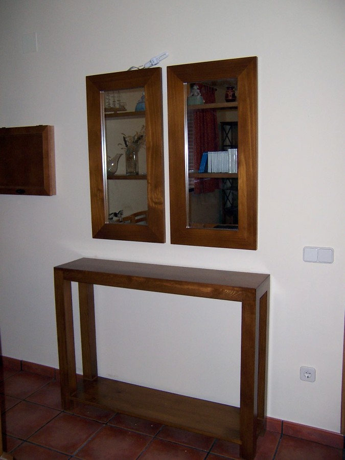 Foto mueble recibidor con espejos de la alacena segoviana for Espejos de diseno para recibidor