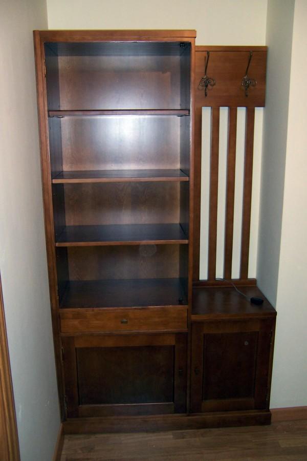 Foto mueble recibidor en hueco de la alacena segoviana s for Mueble recibidor diseno