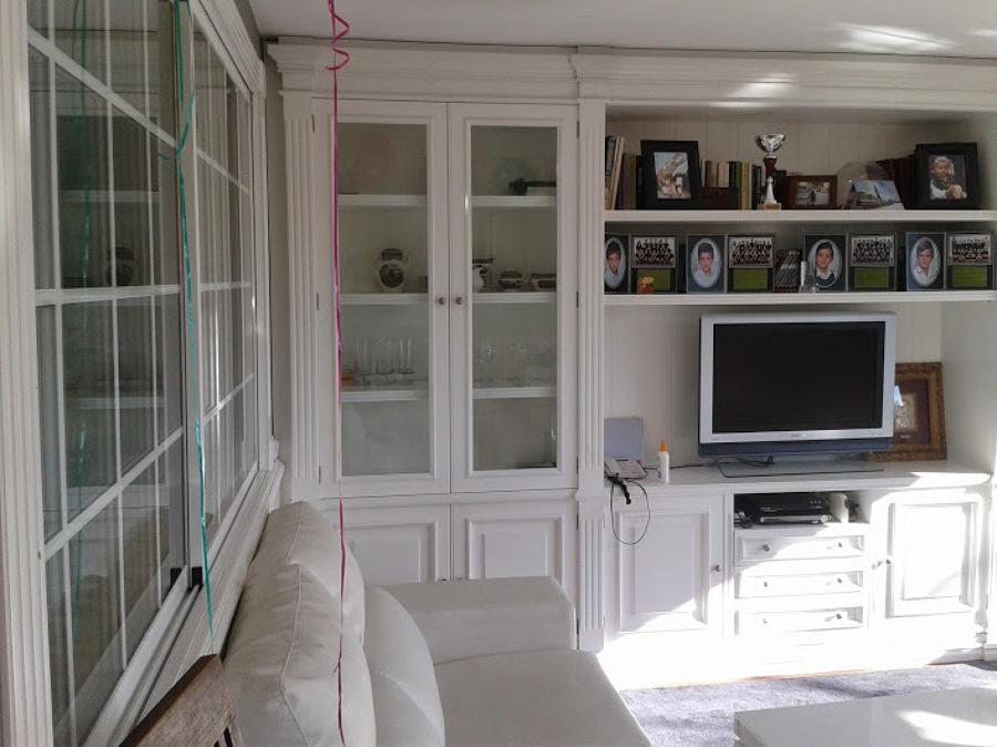 Foto mueble salon con vitrinas de carpinteria masa sl for Vitrinas muebles salon