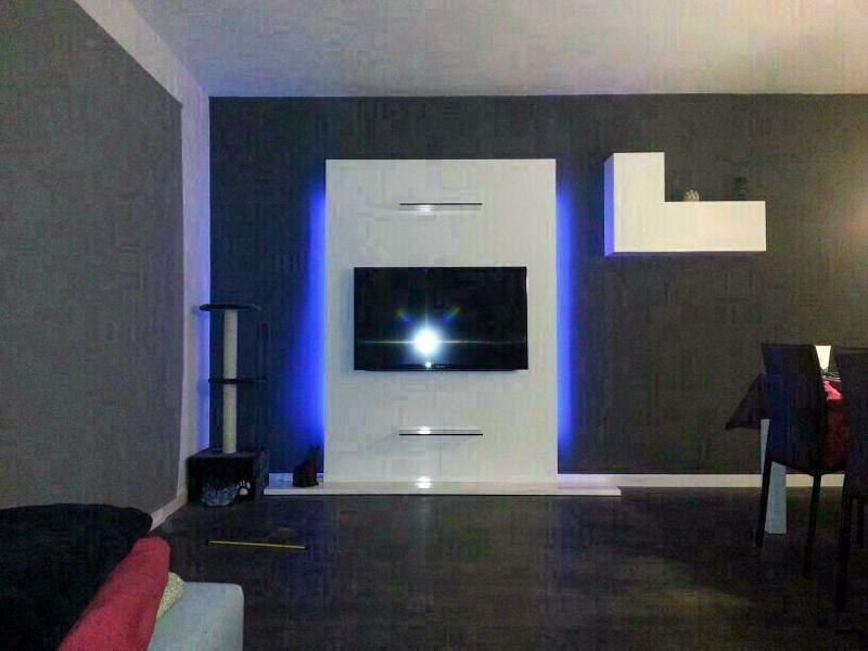 Mueble soporte tv lacado en blanco brillo,con iluminación indirecta