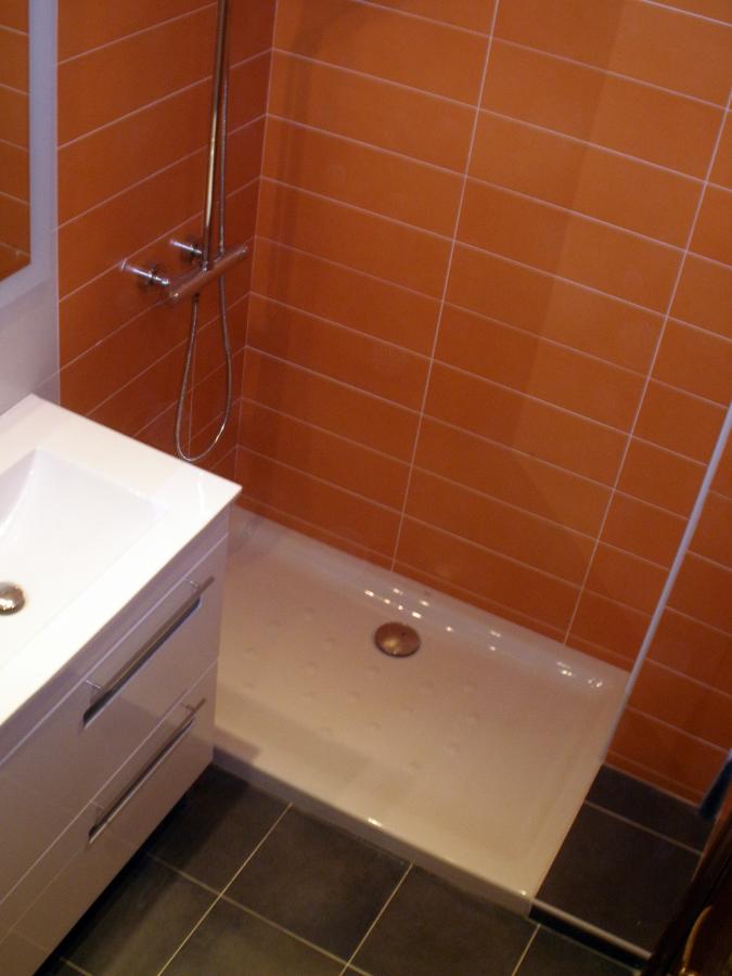 Foto mueble y plato de ducha de alba iler a asier bilbao for Mueble para ducha
