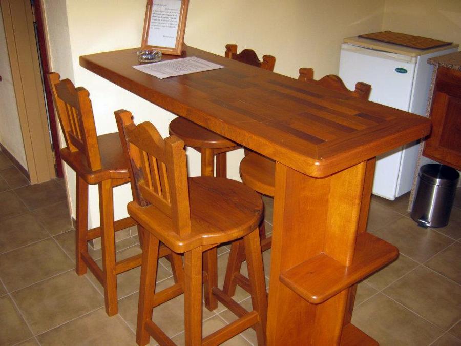 Muebles de algarrobo de Hotel La Pecunia