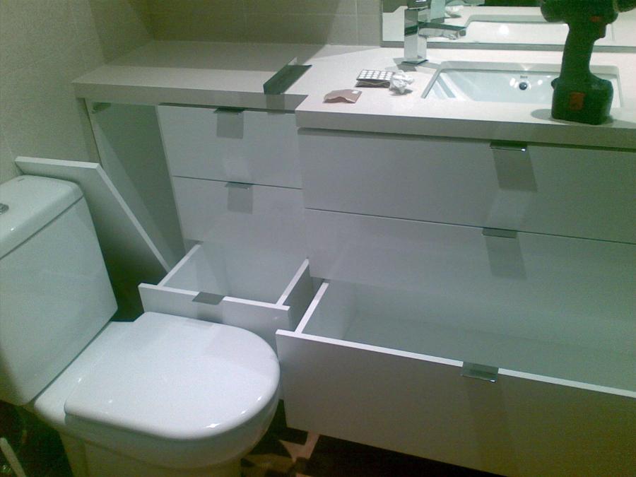 Foto muebles de ba o lacado en blanco brillo de jos - Cera incolora para muebles lacados ...