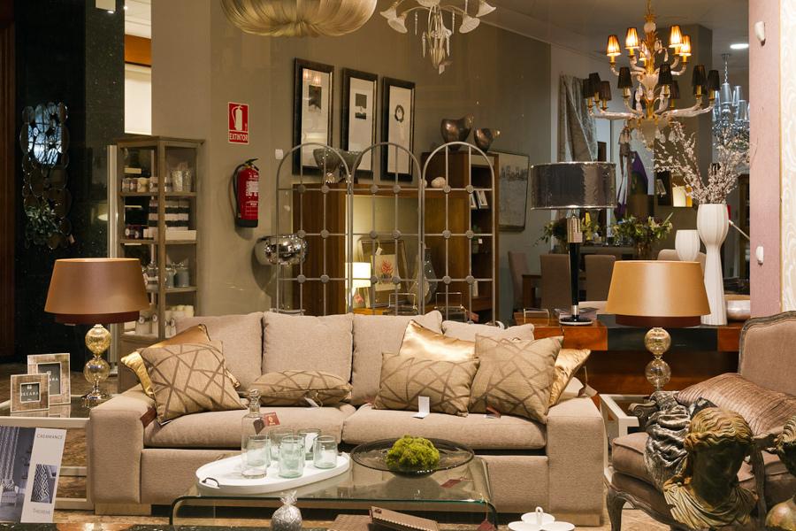 Muebles en  exposición L'estilo interiorismo
