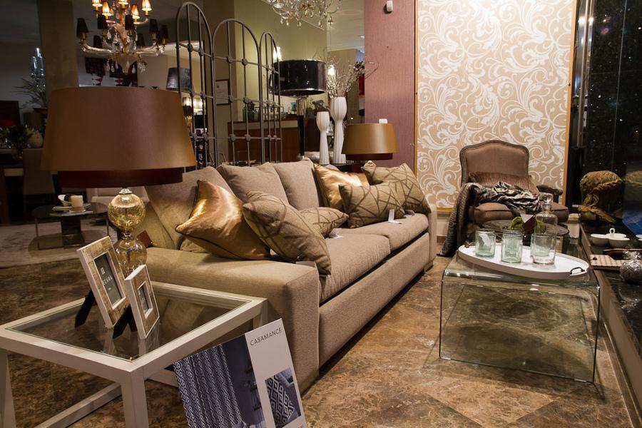 Foto muebles en exposici n l 39 estilo interiorismo de l - Estilos de interiorismo ...