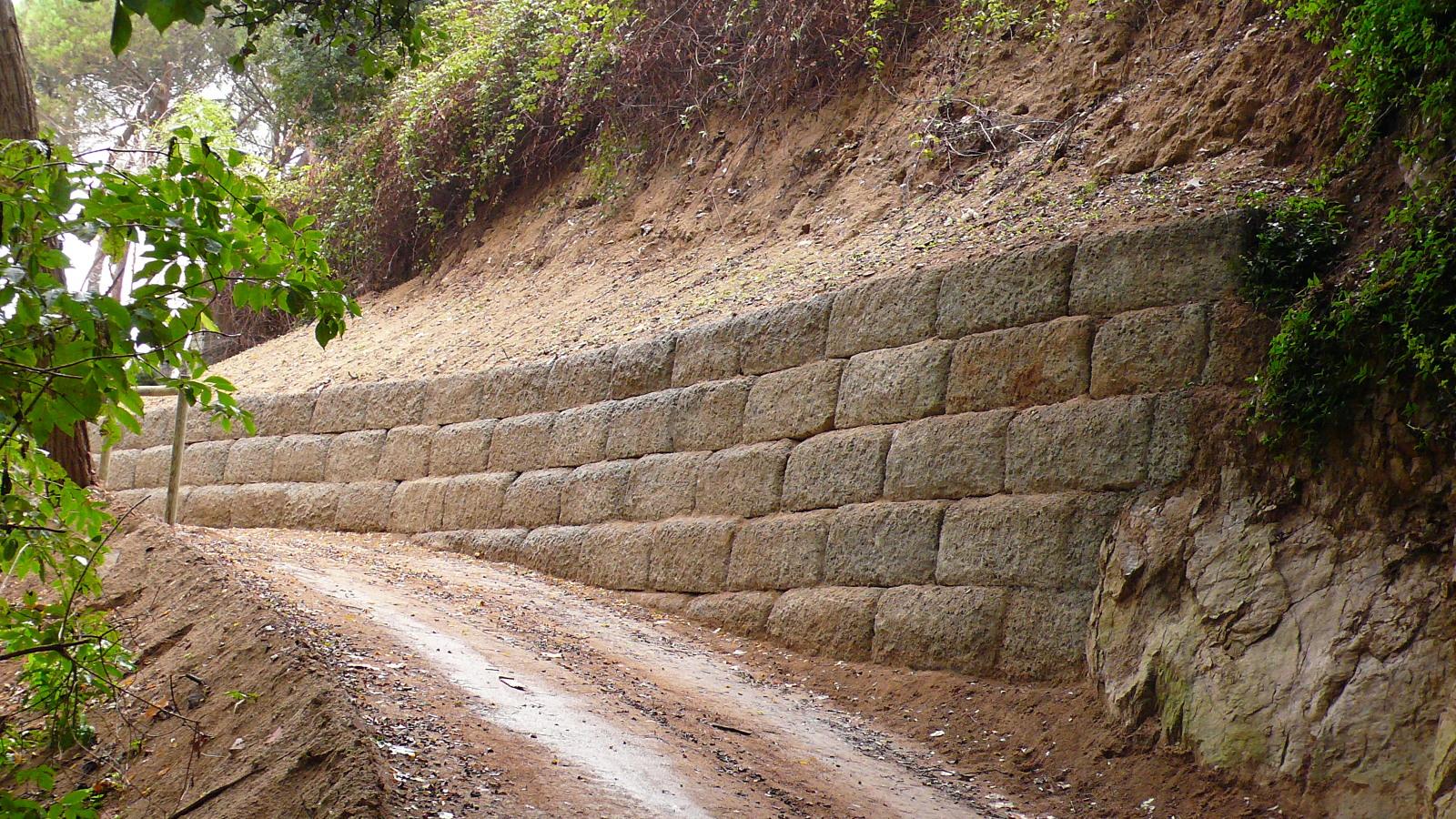 Foto muro con piezas de hormig n famada i pla de famada i pla s l 222270 habitissimo - Muros de hormigon ...