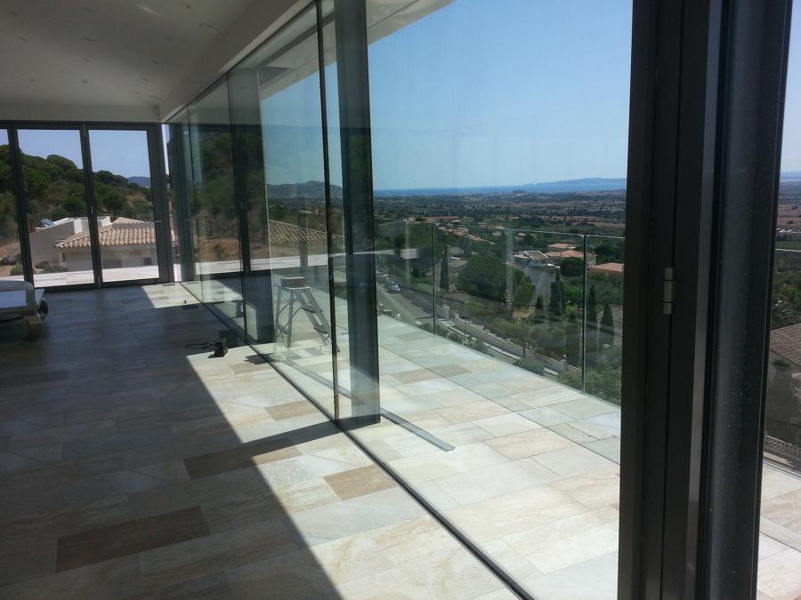 Foto muro cortina con baranda cristal 10 10 exterior de for Muro cristal