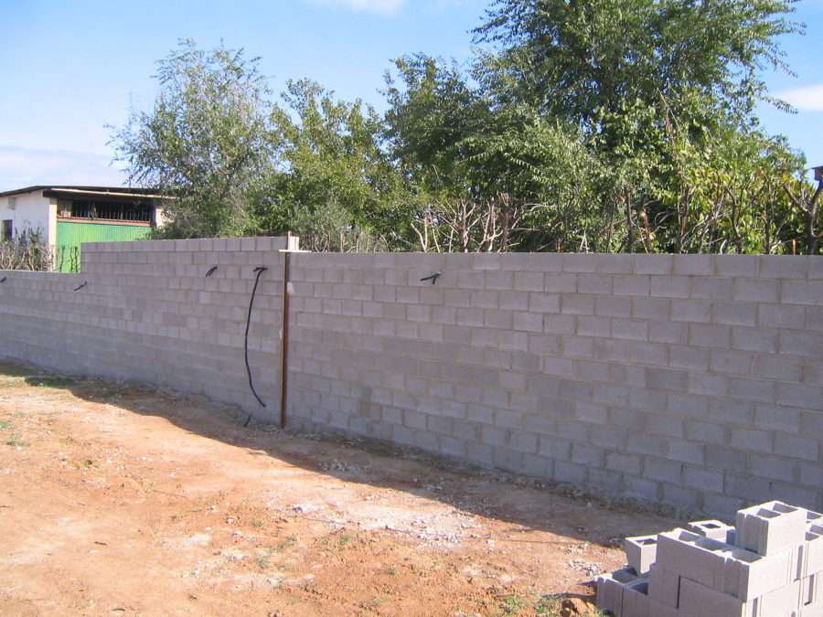 Foto muro de separaci n de parcela 2 de tecmasa s l for Muro de separacion jardin