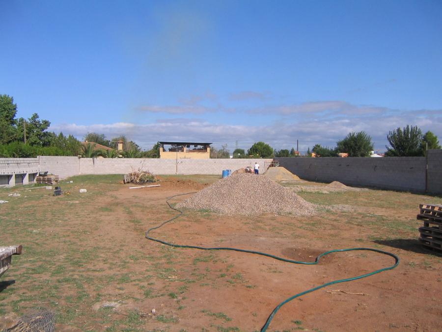 Foto muro de separaci n de parcela 3 de tecmasa s l for Muro de separacion jardin