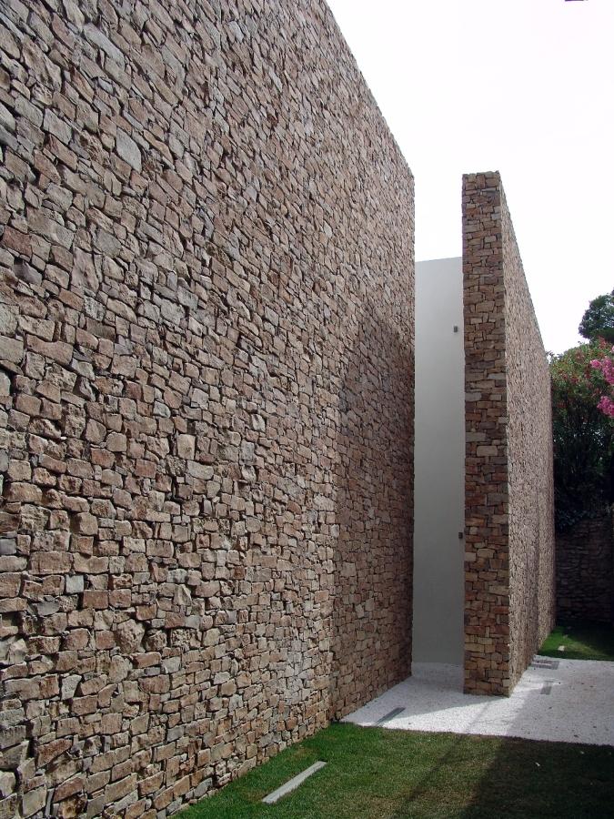 Foto muros cortina interior y exterior de empedrats - Piedra para exterior ...