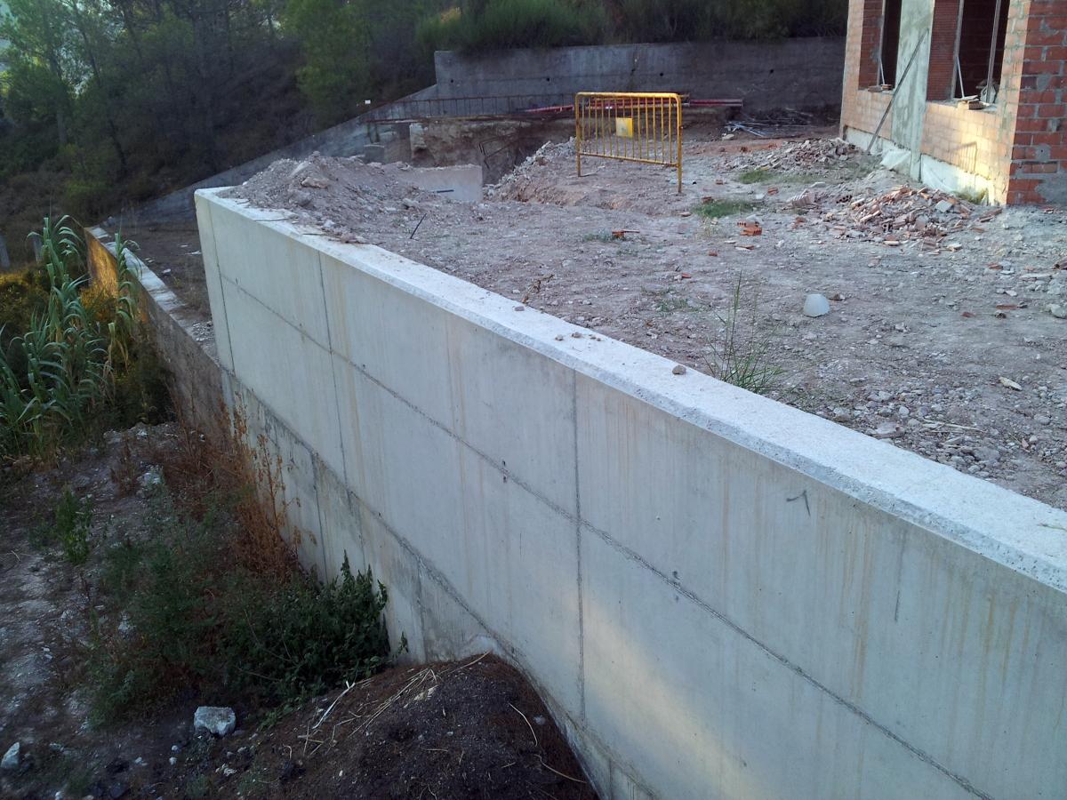 Foto muros de hormig n visto ambas casas de constru llars - Muros de ladrillo visto ...