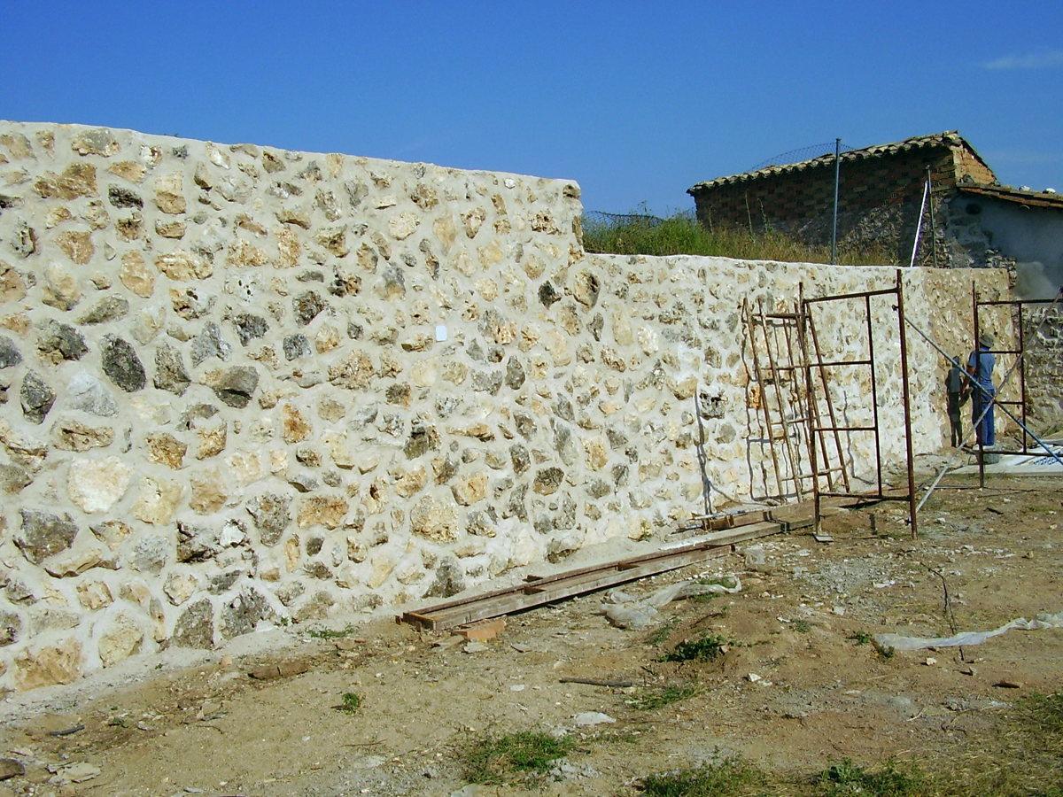 Foto muros de piedra natural vista de construcciones y - Muros de piedra ...