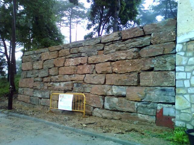 Foto muros de piedra y rocallas de excavaciones laborda - Muros de piedra construccion ...