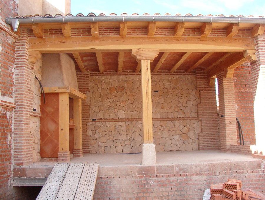Foto porches rusticos de colmecon obras y construcciones for Imagenes de garajes rusticos