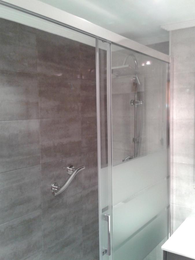 Zona de aseo en reforma de baño.