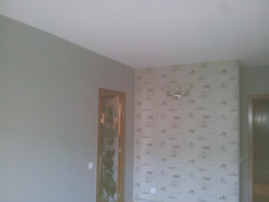 Salon gris con toque de papel