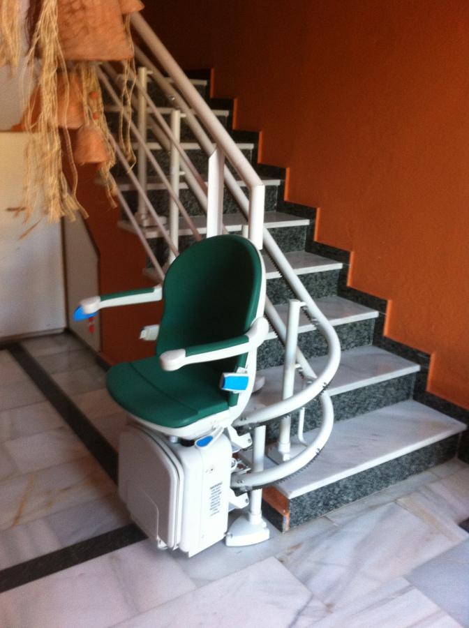 Foto silla sube escaleras de ang multiservicios 497057 for Silla sube escaleras precio