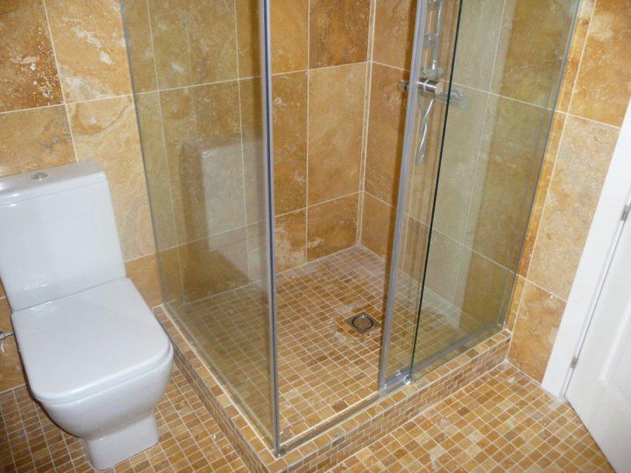 Foto plato de ducha de obra con marmol de javier reformas - Platos de ducha de marmol ...