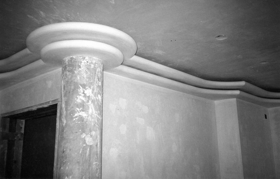 molduras de escayola formando luz indirecta