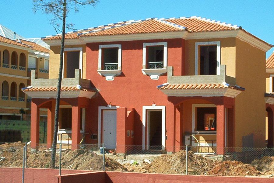 Edificio del conjunto de 142 viviendas unifamiliares y plurifamiliares