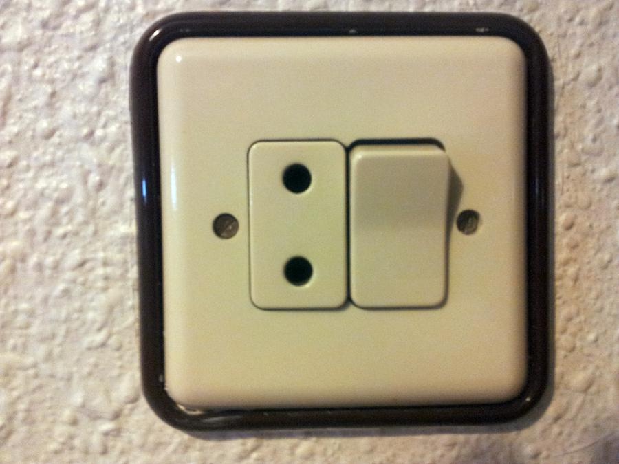 Foto niessen puma de electricidad moreno 254386 - Enchufes de luz ...