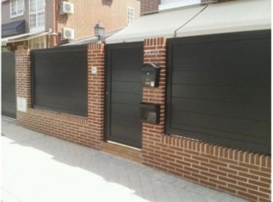 Foto puertas automaticas acceso jardin de kulman automatismos 917323 habitissimo - Puertas para jardin ...