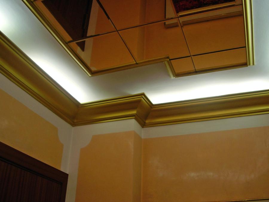 Foto: Cornisas con Luces Indirectas, Techo de Vidrios Color Bronce ...