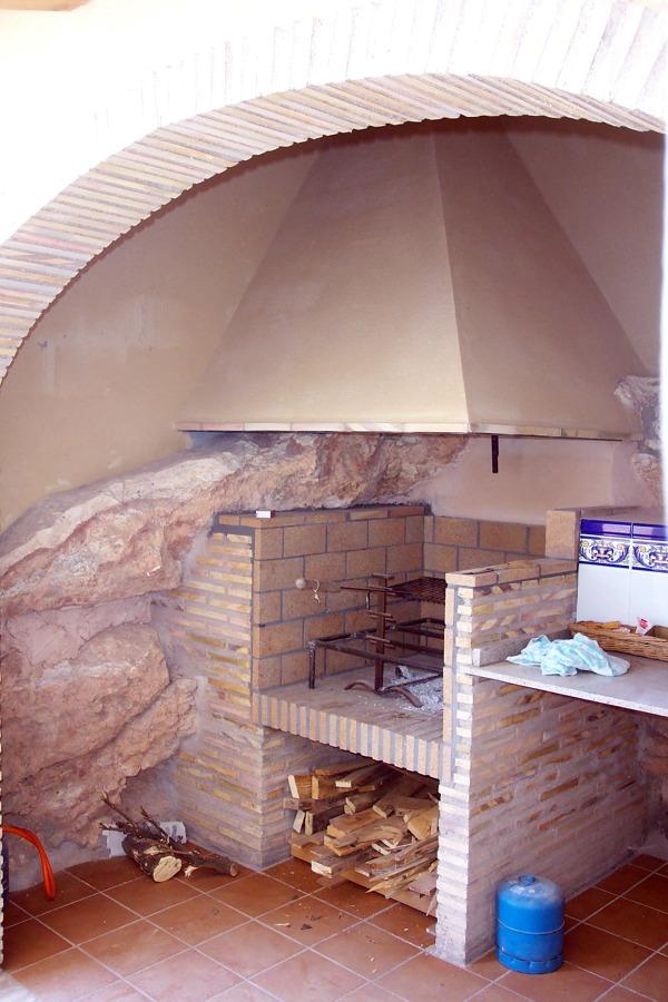 Foto paellero integrado en roca de terreno de for Servicio tecnico roca murcia