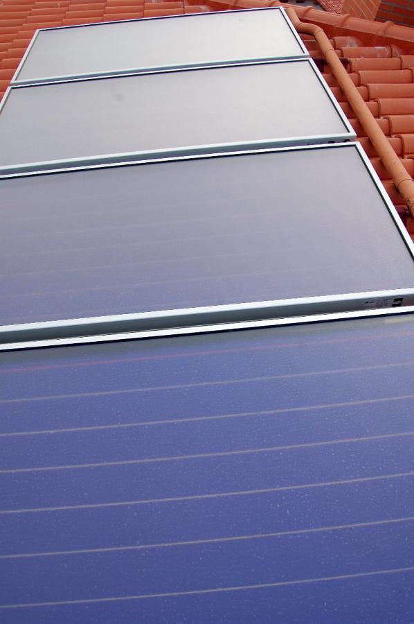 Paneles solares termicos , instalados por Tecnam.