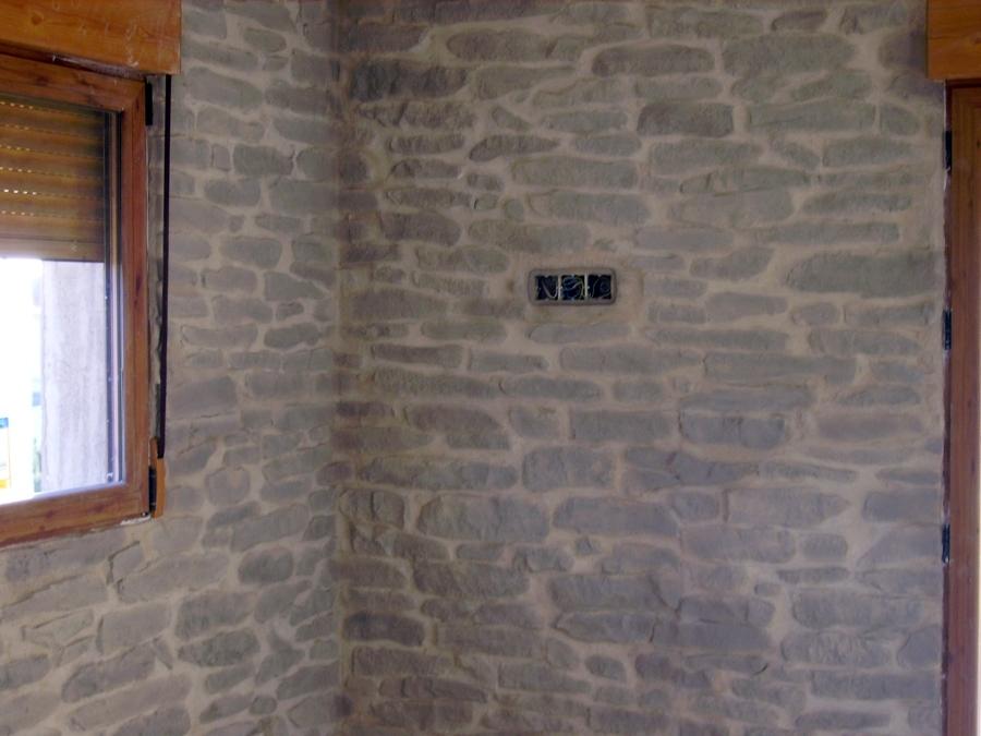 Foto pared con panel de poliester imitacion piedra de for Plaqueta imitacion piedra para exterior
