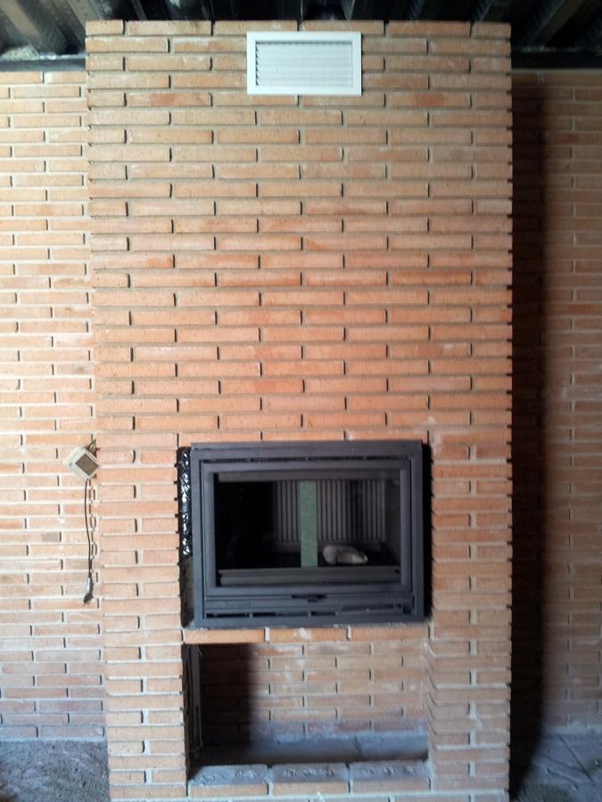 pared de ladrillo visto con casete
