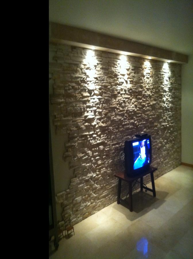 Foto pared piedra artificial de multiservicios sierra y - Pared interior de piedra ...