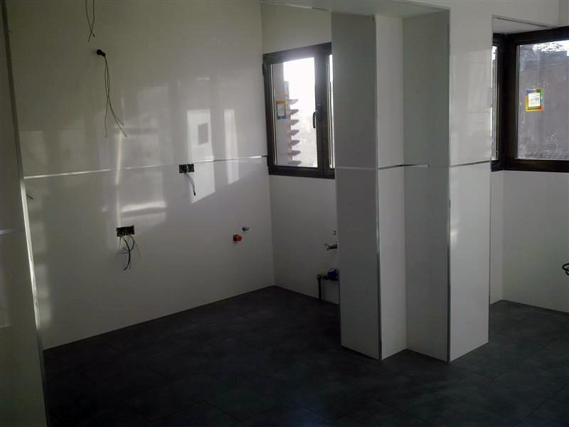Foto paredes en cocina rectificado blanco de solados y - Alicatados de cocinas ...